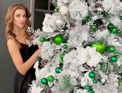 Коледна декорация в шоурума на Mercedes-Benz
